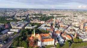 Widok z lotu ptaka Ryska linia horyzontu przy zmierzchem, Latvia Fotografia Stock