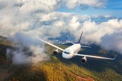 Widok z lotu ptaka samolot Samolot lata w chmurach Obrazy Stock