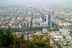 Widok z lotu ptaka Santiago jak widzieć od San Cristobal wzgórza w Santiago, Chile zdjęcia stock