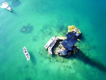 Widok z lotu ptaka seascape z turkusu jasnym wodnym i luksusowymi łodziami brać trutniem Fotografia Stock