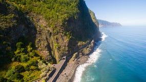 Widok z lotu ptaka siklawa i ocean w madery wyspie Zdjęcie Stock