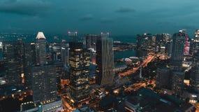 Widok z lotu ptaka Singapur podczas chmurnego wieczór Fotografia Stock