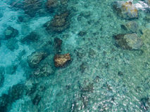 Widok z lotu ptaka skały na morzu Przegląd dno morskie widzieć od above zdjęcia stock