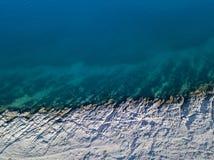 Widok z lotu ptaka skały na morzu Przegląd dno morskie widzieć od above, przejrzysta woda zdjęcie royalty free