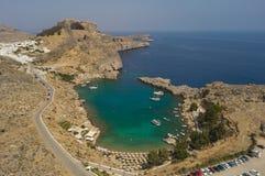 Widok z lotu ptaka St Paul ` s zatoka i akropol Lindos Zdjęcie Royalty Free