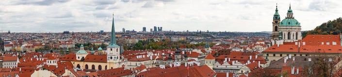 Widok z lotu ptaka Stara Grodzka architektura z czerwień dachami w Praga, republika czech Obraz Stock
