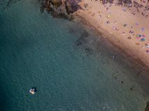 Widok z lotu ptaka strzępiaste plaże Lanzarote i brzeg, Hiszpania, kanarek Drogi i brud ścieżki Papagayo zdjęcie royalty free