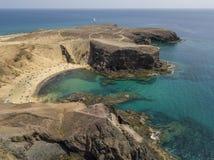 Widok z lotu ptaka strzępiaste plaże Lanzarote i brzeg, Hiszpania, kanarek Drogi i brud ścieżki Papagayo zdjęcia royalty free