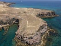 Widok z lotu ptaka strzępiaste plaże Lanzarote i brzeg, Hiszpania, kanarek Drogi i brud ścieżki Papagayo obraz stock