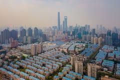 Widok z lotu ptaka Szanghaj śródmieście, Chiny Pieniężny okręg i centrum biznesu w mądrze mieście w Azja z mieszkaniowymi obraz stock
