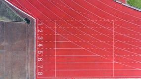 Widok z lotu ptaka szlakowe atlety przy bieg śladem, Fotografia Stock