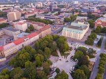 Widok z lotu ptaka Tallinn miasto podczas zmierzchu czasu fotografia royalty free