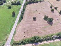 Widok z lotu ptaka Teksas ziemi uprawnej prerii pola beli siano na słonecznym dniu Fotografia Royalty Free