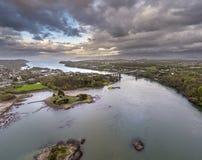 Widok z lotu ptaka Telford ` s zawieszenia most Przez Menai Starights, Walia -, UK zdjęcia stock