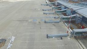 Widok z lotu ptaka terminale i wierza Widok z lotu ptaka Lotniczy park blisko Krakow centrum miasta Lotniskowy terminal, powietrz Obrazy Royalty Free