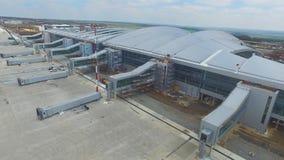 Widok z lotu ptaka terminale i wierza Widok z lotu ptaka Lotniczy park blisko Krakow centrum miasta Lotniskowy terminal, powietrz Fotografia Royalty Free
