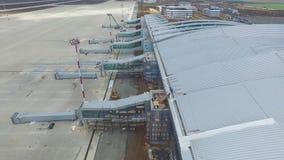 Widok z lotu ptaka terminale i wierza Widok z lotu ptaka Lotniczy park blisko Krakow centrum miasta Lotniskowy terminal, powietrz Zdjęcia Stock