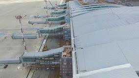 Widok z lotu ptaka terminale i wierza Widok z lotu ptaka Lotniczy park blisko Krakow centrum miasta Lotniskowy terminal, powietrz Zdjęcie Stock