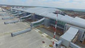 Widok z lotu ptaka terminale i wierza Widok z lotu ptaka Lotniczy park blisko Krakow centrum miasta Lotniskowy terminal, powietrz Obraz Royalty Free