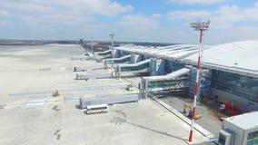 Widok z lotu ptaka terminale i wierza Widok z lotu ptaka Lotniczy park blisko Krakow centrum miasta Lotniskowy terminal, powietrz Zdjęcia Royalty Free