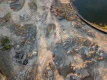 Widok z lotu ptaka trzy barwiąca usyp porada przewozi samochodem rozładunek wewnątrz zdjęcie royalty free
