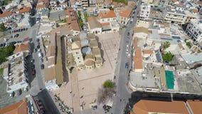 Widok z lotu ptaka ulicy i dziejowi budynki w Larnaka mieście, Cypr zdjęcie wideo