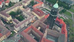 Widok z lotu ptaka urzędu miasta zegarowy wierza i Drezdeński townscape Obrazy Stock