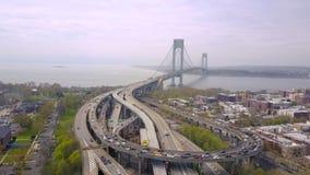 Widok z lotu ptaka Verrazano wiadukt w Brooklyn i bidge, Miasto Nowy Jork NYC od above hudsonu zdjęcie wideo