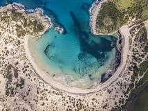 Widok z lotu ptaka Voidokilia plaża, popularna plaża w Messinia w Śródziemnomorskim terenie zdjęcie stock
