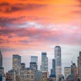 Widok z lotu ptaka W centrum Manhattan przy nocą w Miasto Nowy Jork obrazy stock