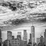 Widok z lotu ptaka W centrum Manhattan przy nocą w Miasto Nowy Jork fotografia royalty free