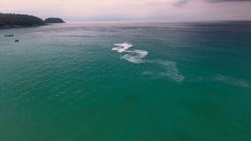 Widok z lotu ptaka waterbike jedzie w oceanie indyjskim przy słonecznym dniem Zdjęcie Royalty Free