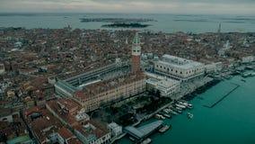 Widok z lotu ptaka Wenecja panoramiczny punkt zwrotny, widok z lotu ptaka, dzwonnica i Ducale, piazza San Marco lub st Mark kwadr zbiory wideo