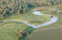 Widok z lotu ptaka wijąca rzeka. Obraz Royalty Free