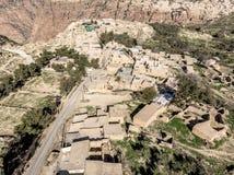 Widok z lotu ptaka wioska Dana i swój otoczenia przy krawędzią biosfery rezerwa Dana w Jordania Zdjęcie Stock