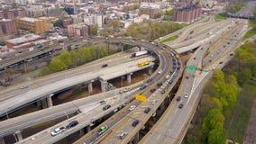 Widok z lotu ptaka wymiana Verrazano bidge w Brooklyn, Miasto Nowy Jork NY od above hudsonu zdjęcie wideo