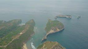 Widok z lotu ptaka wyspa, falezy, błękitne wody ocean i fale, Bali, Indonezja zbiory