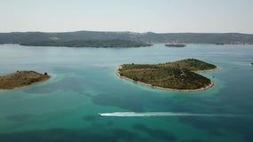 Widok z lotu ptaka wyspa w formie serca, Chorwacja, wyspa kochankowie, Otok Galesnnjak, wysepka, skała Także nazwany otoku za Za zbiory