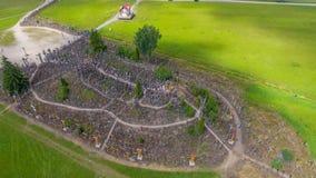Widok z lotu ptaka wzgórze krzyże w Lithuania obrazy stock