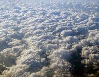 Widok z lotu ptaka zakrywający w chmurach ziemia Obraz Royalty Free