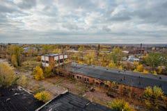 Widok z lotu ptaka zaniechana teren przemysłowy strefa od above, betonowi budynki, przemysł i rolniczy okręg, Zdjęcie Royalty Free