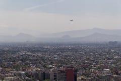 Widok z lotu ptaka zanieczyszczający Mexico - miasto zdjęcie royalty free