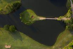 Widok z lotu ptaka zielony pole golfowe w Tajlandia fotografia stock
