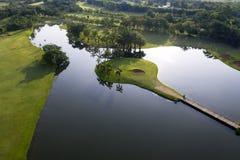 Widok z lotu ptaka zielony pole golfowe w Tajlandia obrazy royalty free
