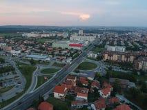 Widok z lotu ptaka zmierzch w Kragujevac, Serbia - obraz royalty free