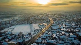 Widok z lotu ptaka zmierzch w mieście w zimie obrazy stock