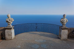 Widok z statuami od miasta Ravello, Amalfi wybrzeże, Włochy Zdjęcia Stock