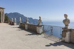Widok z statuami od miasta Ravello, Amalfi wybrzeże, Włochy, Obrazy Stock