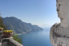Widok z statuami od miasta Ravello, Amalfi wybrzeże, Włochy, Zdjęcie Stock