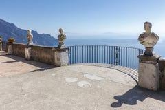 Widok z statuami od miasta Ravello, Amalfi wybrzeże, Włochy, Obrazy Royalty Free